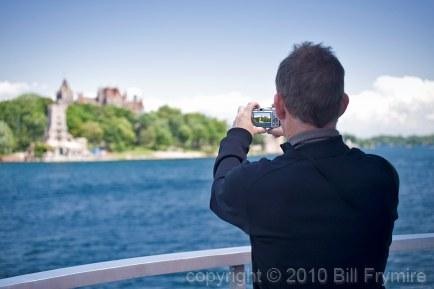tourist-take-photo-1000-islands.jpg