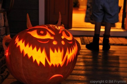 jack-o-lantern-halloween-child-door